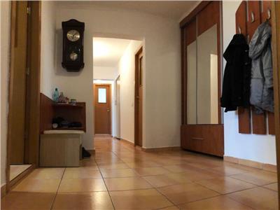 apartament cu trei camere in zona oltenitei Bucuresti