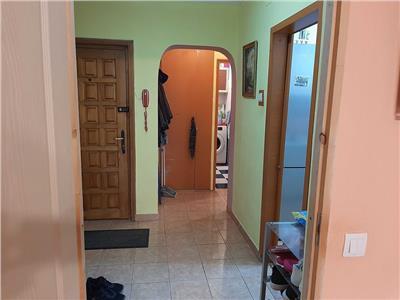 Apartament 3 camere de vanzare Lujerului