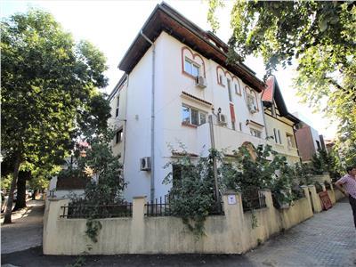 vanzare vila 8 camere, casin Bucuresti