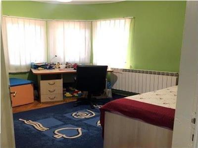 se inchiriaza apartament cu 3 camere in centru, piata unirii, palatul parlamentului Bucuresti